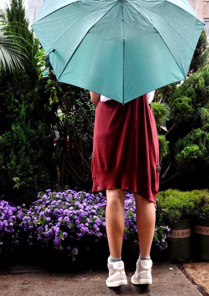 pink_neon_lips_affordable_fashion_fringe_umbrella