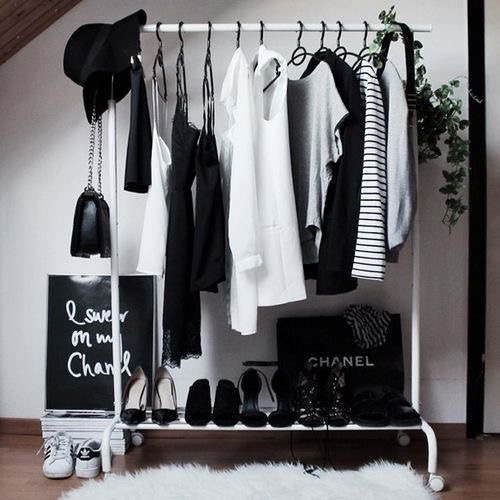 black_and_white_wardrobe_pink_neon_lips_style_blogger